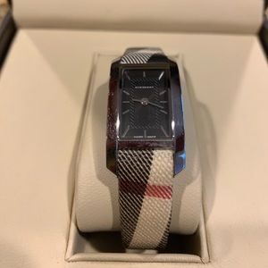 Auth.Burberry watch